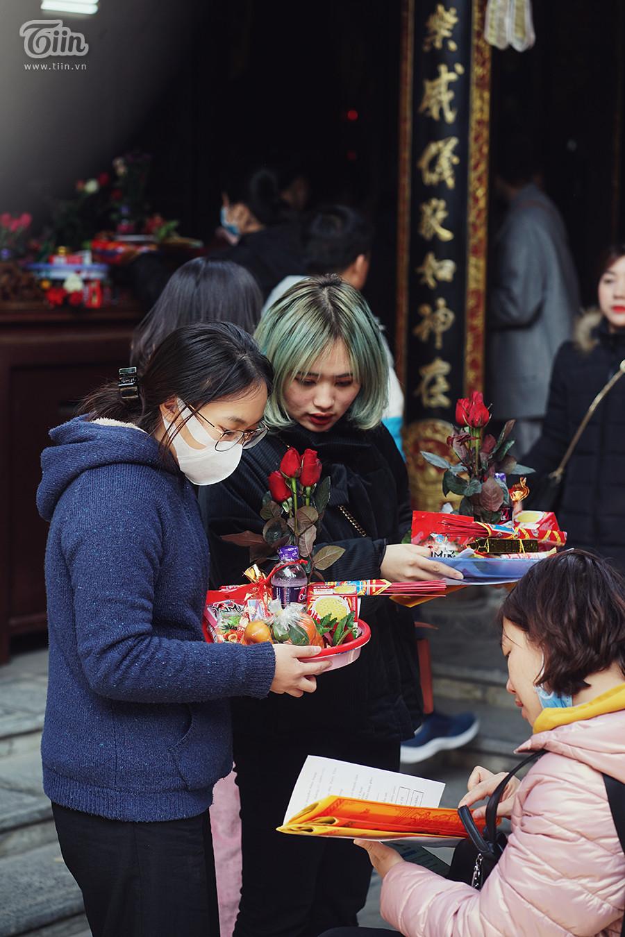 Chùa Hà dập dìu nam thanh nữ tú đi lễ cầu duyên ngày đầu tháng Chạp 5